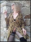 Aïda de passage à la petite cheminée pour son premier gang bang elle espère vous voir nombreux messieurs pour combler ses gourmandises